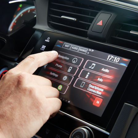 Nærbilde av Honda CONNECT-systemet for infotainment.